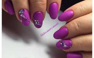 Фиолетовый шеллак на короткие ногти: маникюр, фото дизайна ногтей
