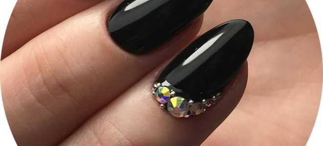 Матовый чёрный с узорами на короткие ногти: маникюр, фото дизайна ногтей