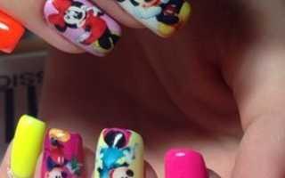 Дизайн с Микки Маусом в белом цвете: маникюр, фото дизайна ногтей