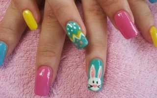 Playboy-зайчики на светлых ногтях: маникюр, фото дизайна ногтей