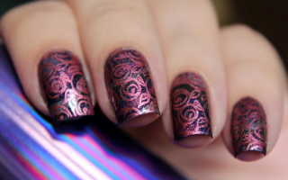 Алый маникюр с белыми розами: маникюр, фото дизайна ногтей