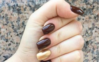 Шоколадный маникюр с блестками: маникюр, фото дизайна ногтей