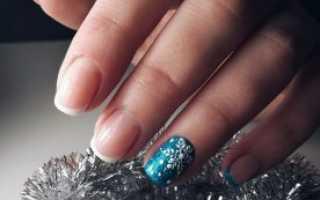 Синий френч с бархатными узорами и снежинками: маникюр, фото дизайна ногтей