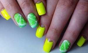 Зеленый с листьями: маникюр, фото дизайна ногтей