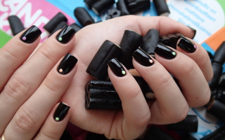 Блики на чёрном гель-лаке: маникюр, фото дизайна ногтей