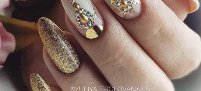 Золотые узоры в красно-белом новогоднем маникюре: маникюр, фото дизайна ногтей